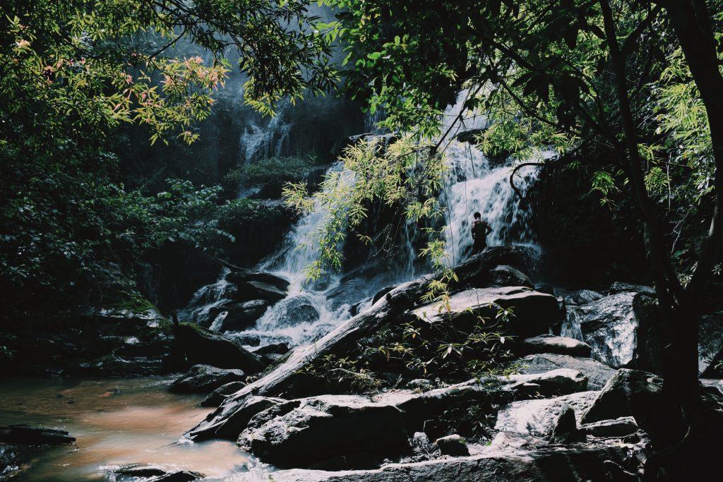 bagno nelle cascate