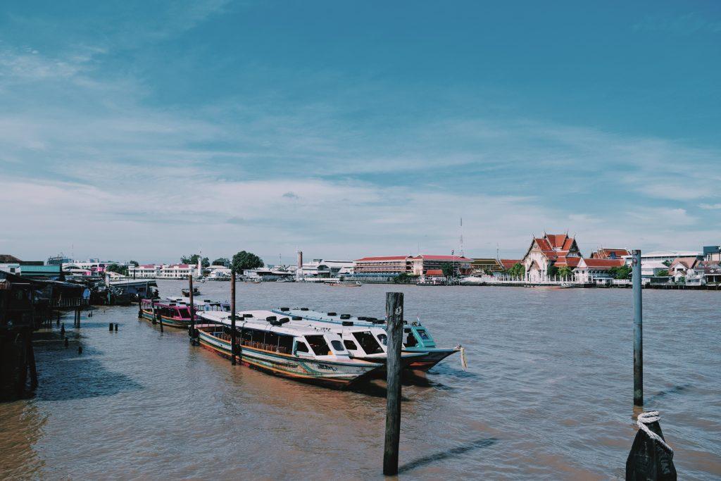 barche sul fiume